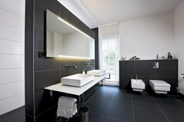 belle d co salle de bain carrelage noir et blanc. Black Bedroom Furniture Sets. Home Design Ideas