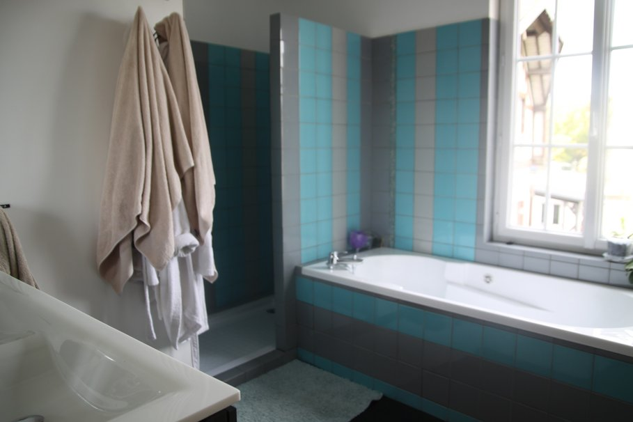 d co salle de bain gris et bleu turquoise. Black Bedroom Furniture Sets. Home Design Ideas